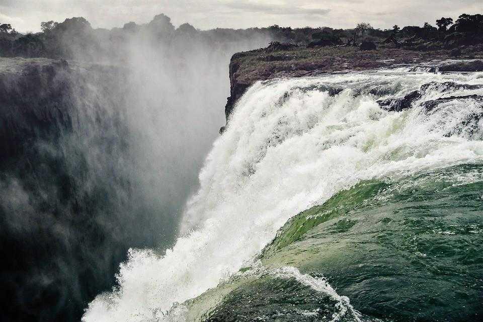 Водопад в Зимбабве