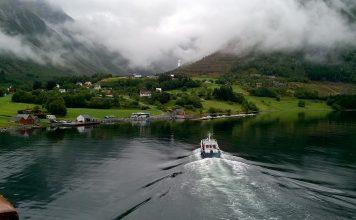 Норвегия, фьорд, лодка